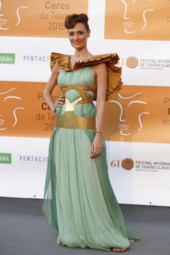 <p>No encontramos muy acertada a la actriz <strong>Laura Pamplona</strong>en la entrega de los Premios Ceres que apostó por este vestido nada sencillo en verde agua con estructuras en dorado.</p>
