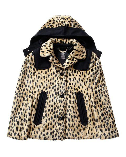 <p>Con estampado de leopardo y capucha (335 euros) de <strong>Juicy Couture</strong>.</p>