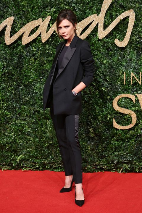 <p>Con un traje negro acudió a los British Fashion Awards&nbsp;<strong>Victoria Beckham</strong>, un diseño firmado por ella misma.&nbsp;</p>