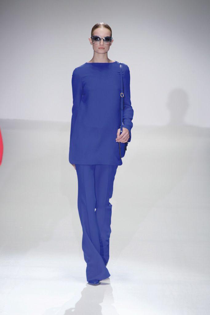 <p>Pantalones anchos y casaca de líneas rectas forman este conjunto de <strong>Gucci</strong>.</p>