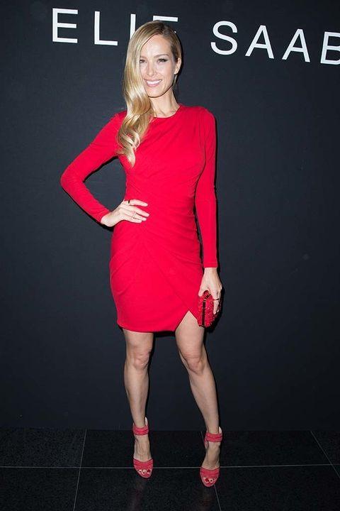 <p>Tampoco ha faltado la top&nbsp;<strong>Petra Nemcova</strong>, con un sensual mini vestido y zapatos en rojo.</p>