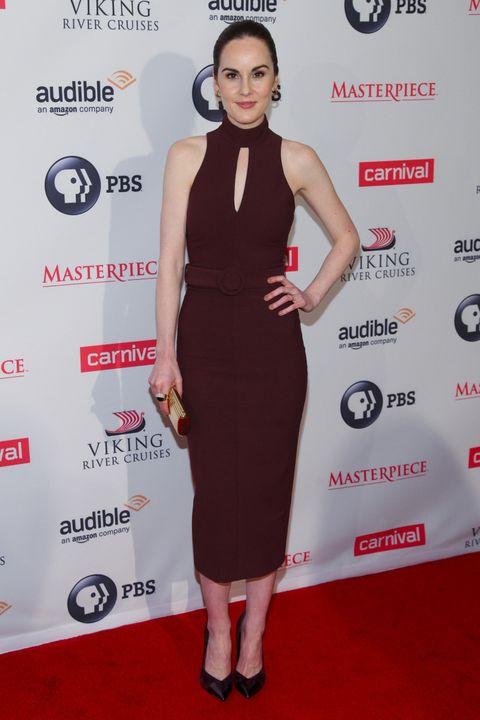 <p>En la premiere de la sexta temporada de 'Downton Abbey' en Nueva York acertó con este ajustado vestido burgundy con abertura en el escote de <strong>Cinq á Sept</strong>. Sus accesorios fueron un clutch dorado y unos salones negros.&nbsp;</p><p>&nbsp;</p>