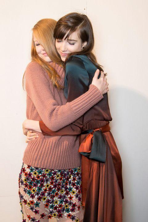 <p>En el 'backstage' de&nbsp;<strong>Blumarine </strong>pudimos disfrutar de instantáneas como éstad done los abrazos y mimos entre las modelos eran constantes.</p>