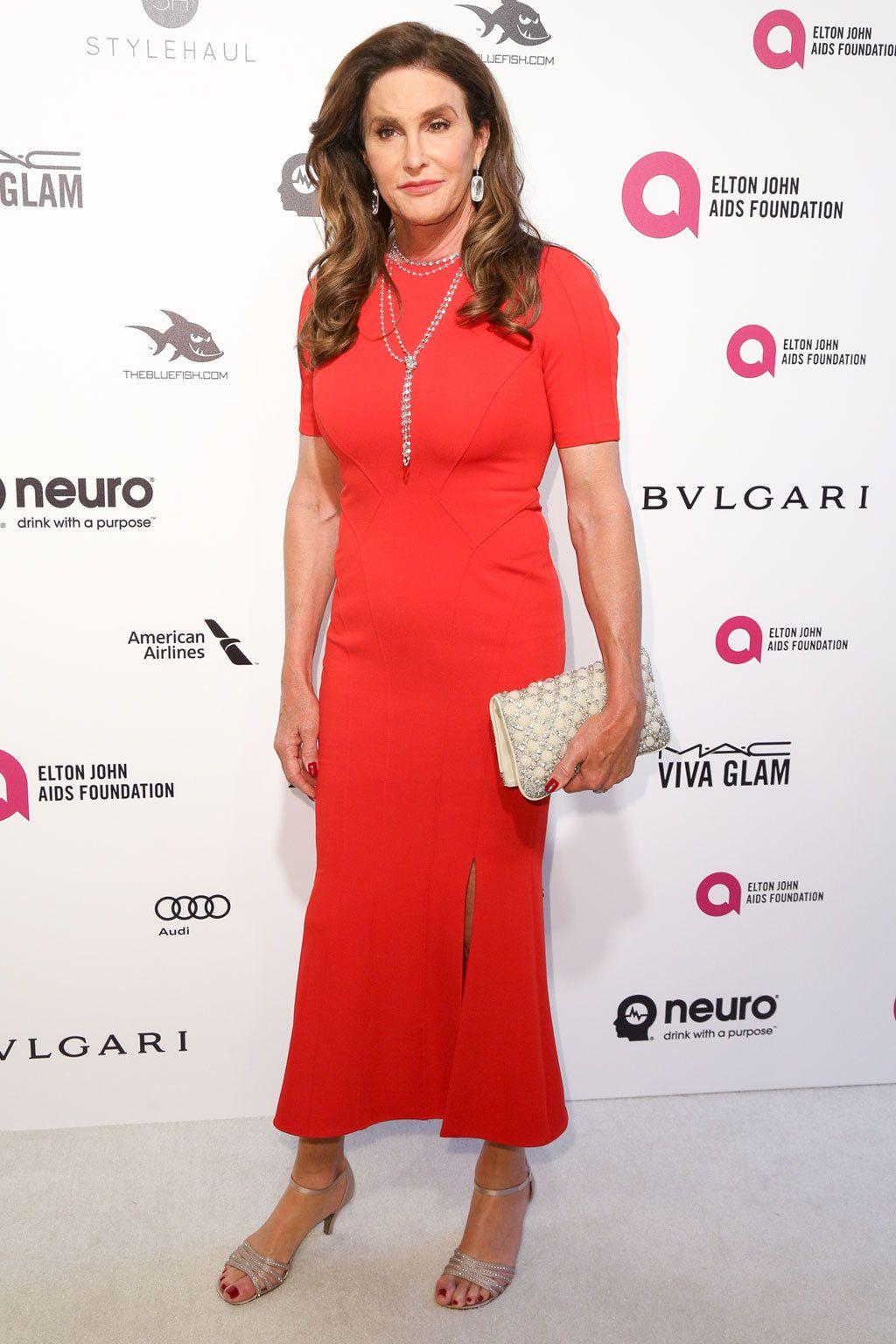 <p>&nbsp&#x3B;La 'celebrity' <strong>Caitlyn Jenner</strong> acudió a la fiesta con un vestido rojo de <strong>Zac Posen</strong>.&nbsp&#x3B;</p>