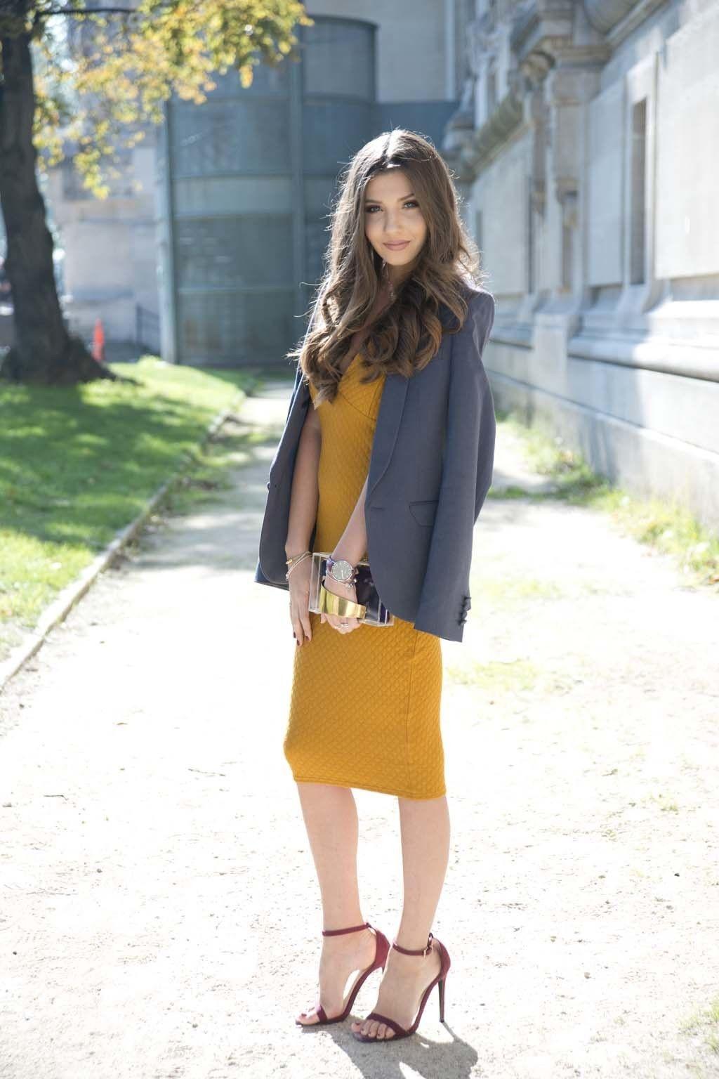 <p>Una americana de estilo sofisticado es la pareja perfecta de un vestido femenino en mostaza.</p>