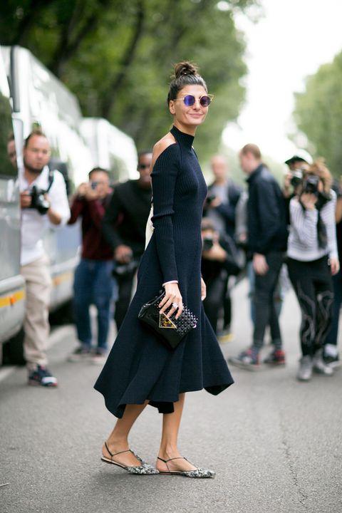 <p><strong>Giovanna Battaglia</strong> siempre impecable. Espalda al aire y sandalias planas, ella siempre destaca por su estilo personal.</p>