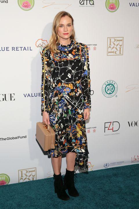 <p>El premio a la más original de la semana se lo lleva una acertada <strong>Diane Kruger</strong> con este vestido de estampado floral de <strong>Preen Otoño 2015</strong>, botines negros y bolso nude de<strong> Mark Cross</strong>.&nbsp;</p>