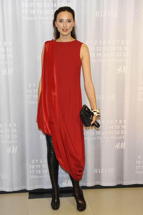 <p>La modelo y blogger <strong>Mayte de la Iglesia</strong> fue una de las que quiso apoyar la colaboración de <strong>Maison Martin Margiela</strong> con <strong>H&amp;M</strong>, luciendo uno de los vestidos de la colección.</p>