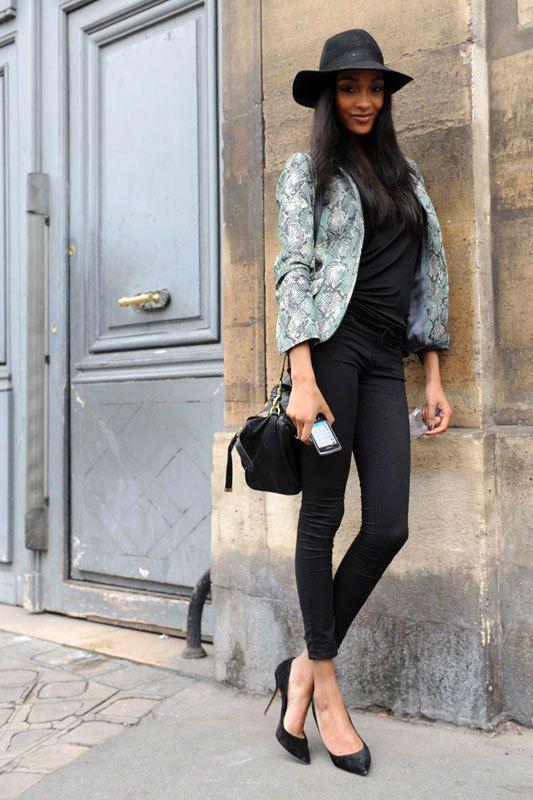 <p>Sobre un estilismo &quot&#x3B;total black&quot&#x3B;, la guinda es este blazer de estampado de serpiente.</p>