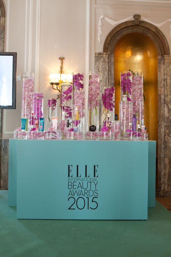<p>La decoración, a cargo de Luis García Fraile y Floreale, incluía este fantástico 'rincón beauty' con todos los productos premiados.</p>