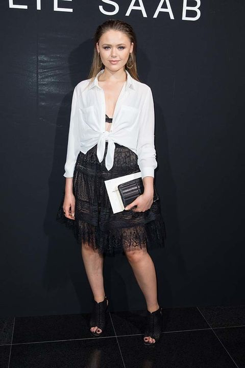 <p>La bloguera&nbsp;<strong>Kristina Bazan,&nbsp;</strong>con un look de dos piezas en blanco y negro.</p>