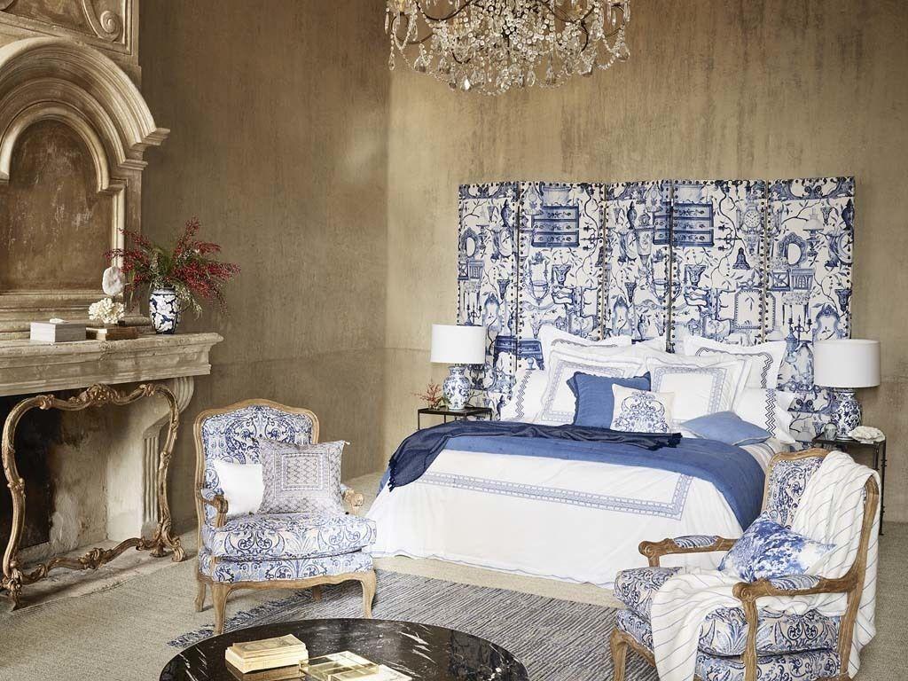<p>El blanco y azul se mezclan con elegancia con toques dorados.</p>