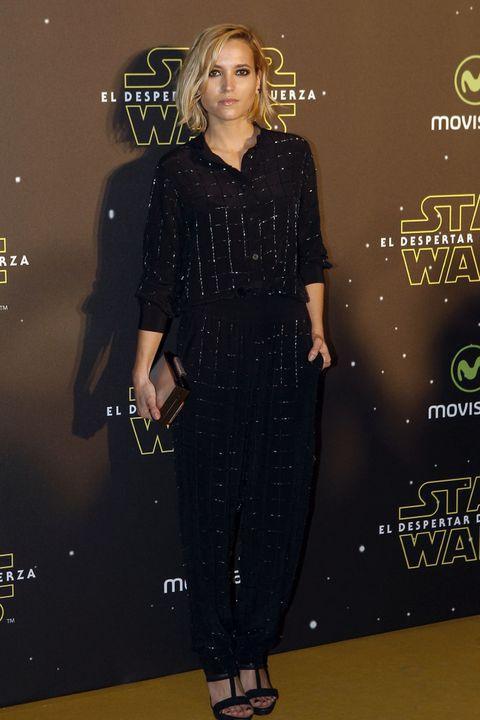 <p>En negro y con detalles glitter la actriz <strong>Ana Fernández</strong> no faltó al estreno de la última película de 'Star Wars'. Sus zapatos los firma&nbsp;<strong>Cuplé</strong>.</p>