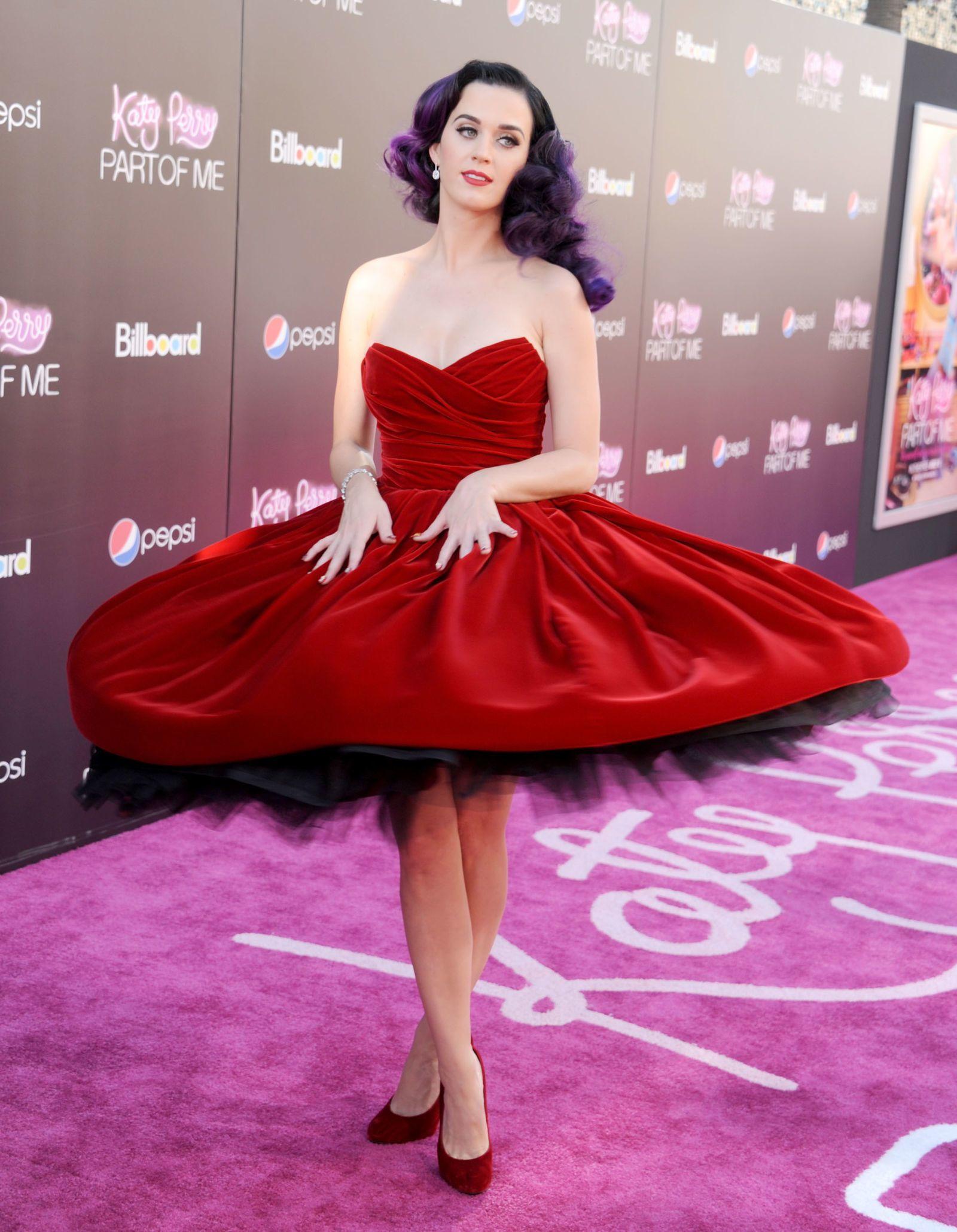 31 momentos icónicos del vestido rojo