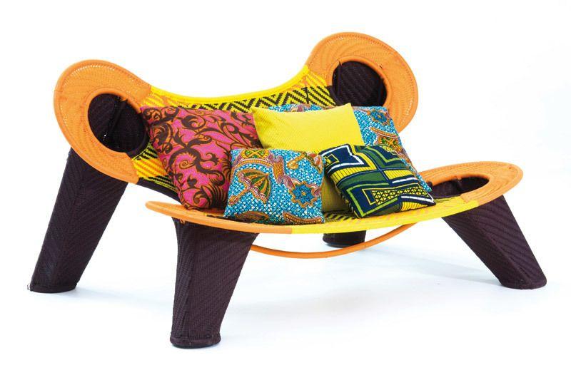 <p>Madame Dakar es el nombre de esta llamativa butaca, 179x90 cm, de Moroso, 2.454 €. </p>