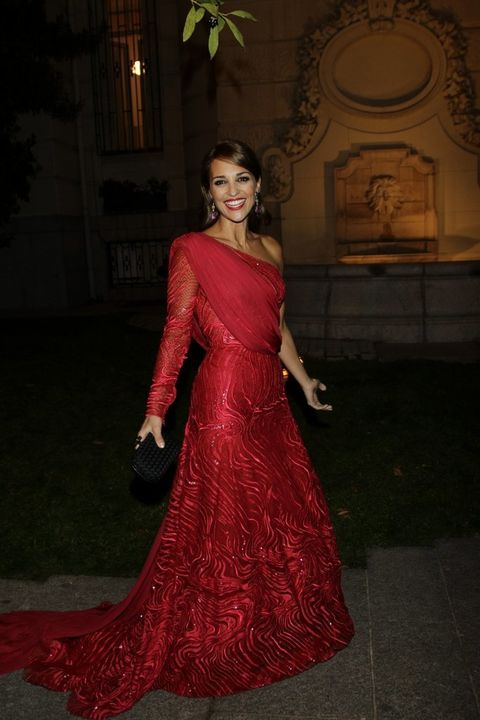 <p>Paula y su espectacular vestido <strong>Zuhair Murad Alta Costura</strong> pasean divertidos por el jardín de la Embajada Italiana regalando sonrisas y una buena dosis de alegría.</p>