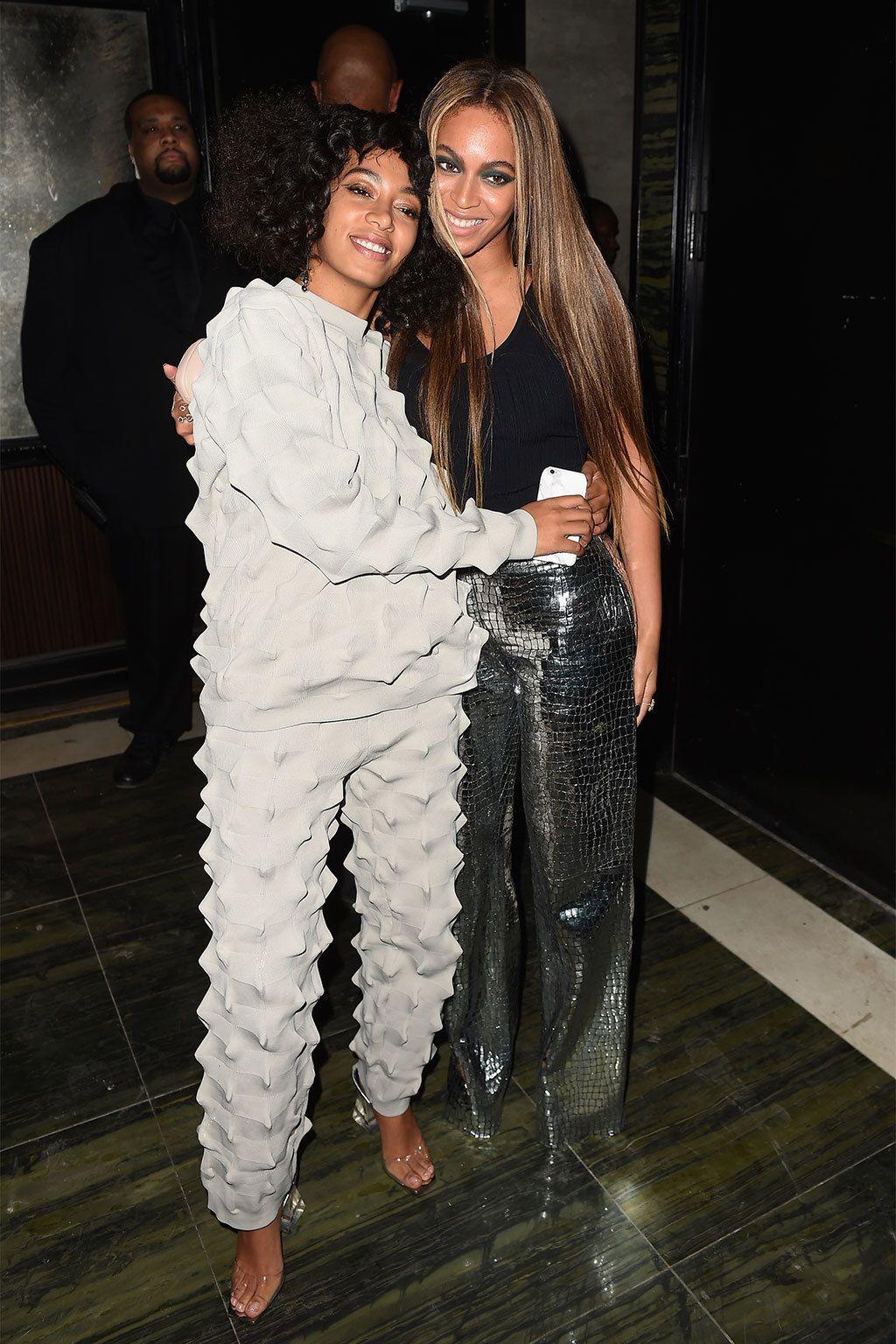 <p>&nbsp&#x3B;Las hermanas <strong>Beyoncé y Solange Knowles</strong> por el contrario se pusieron algo más cómodas para divertirse en la fiesta de Olivier Rousteing.</p>