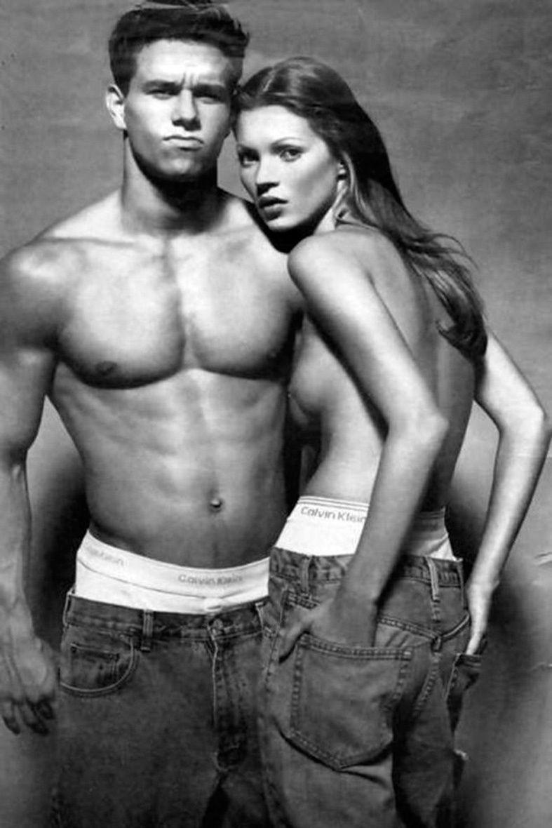 <p>Esta icónica imagen de Mark Wahlberg y Kate Moss en un anuncio de Calvin Klein en 1992 está grabada a fuego en la historia de la moda.</p>