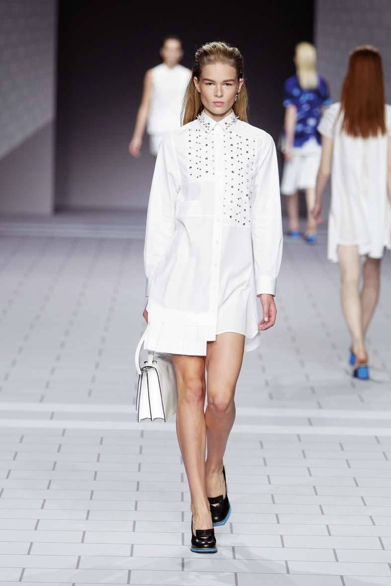 <p>Diseñador: Viktor Rolf. <strong>Paris Fashion Week.</strong></p>