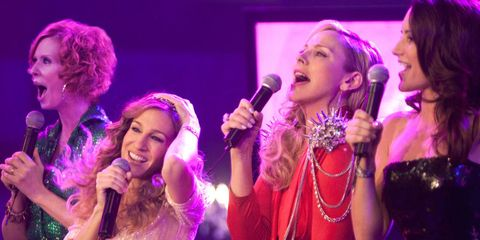 Microphone, Audio equipment, Entertainment, Event, Performing arts, Music, Music artist, Purple, Singing, Performance,