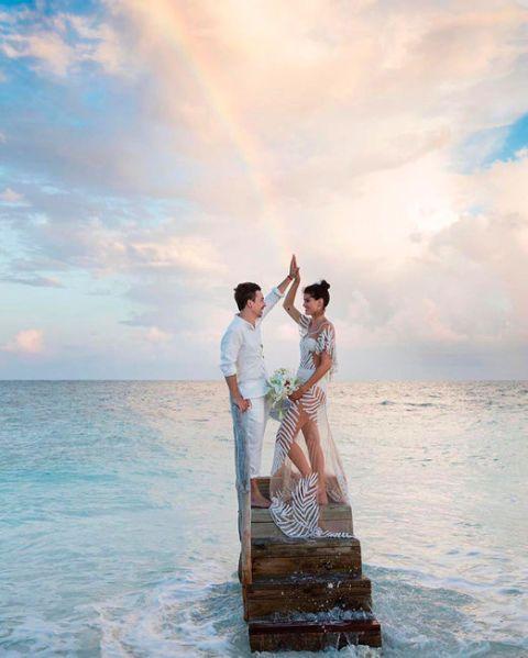 Sky, Cloud, Happy, Leisure, Dress, People in nature, Ocean, People on beach, Vacation, Sea,