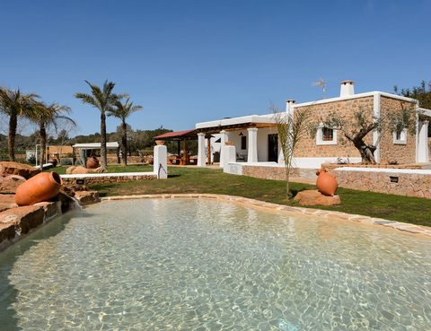 Property, Swimming pool, House, Real estate, Fluid, Residential area, Home, Resort, Arecales, Villa,