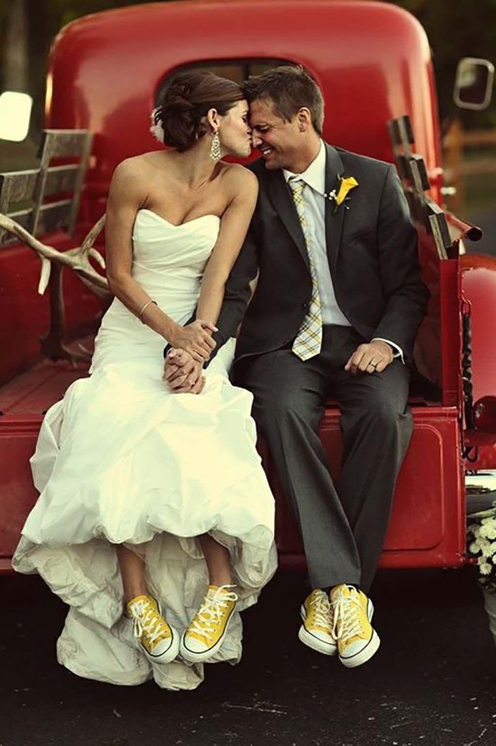 Vestidos de novia con zapatillas