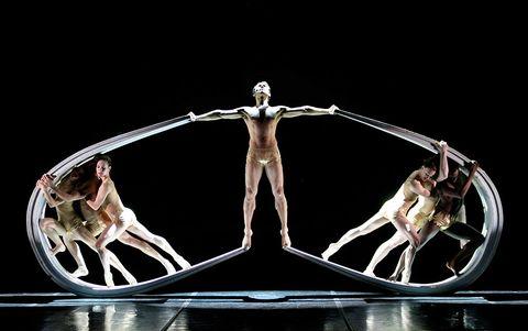 Sculpture, Muscle, Symmetry, Rib, Balance, Human anatomy, Statue, Ancient history, Bone, Flesh,