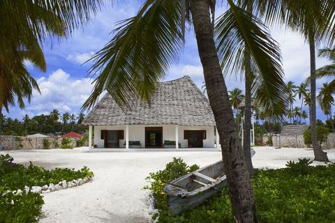 Plant, Property, House, Building, Arecales, Real estate, Thatching, Woody plant, Resort, Home,