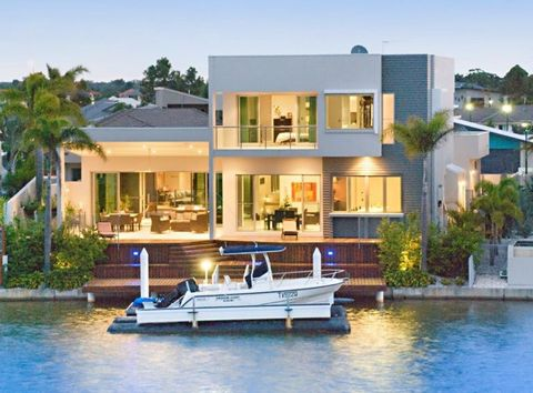Watercraft, Property, Water, Real estate, Boat, Residential area, Waterway, Boats and boating--Equipment and supplies, Building, Home,