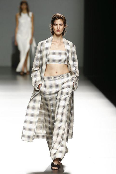 Fashion show, Shoulder, Runway, Joint, Fashion model, Style, Waist, Pattern, Fashion, Model,