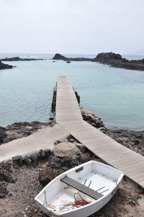 Sea, Water, Coast, Vacation, Boat, Tourism, Vehicle, Coastal and oceanic landforms, Beach, Ocean,