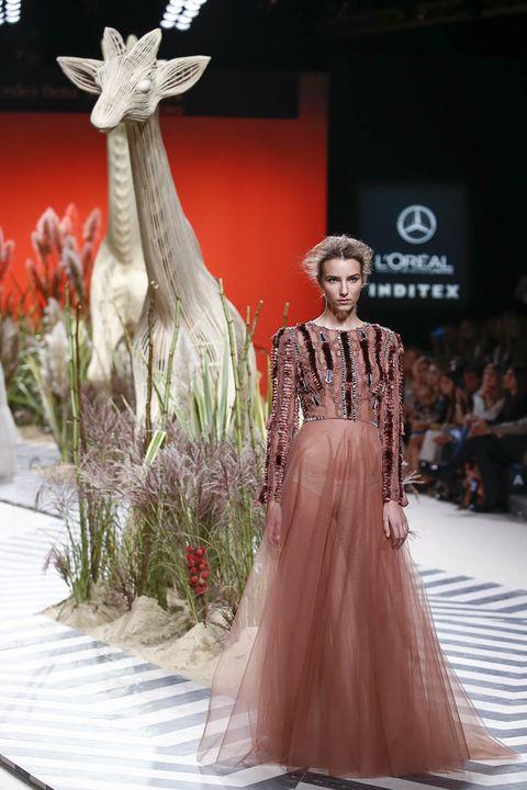 Dress, Style, Fashion show, Gown, Runway, Fashion model, Fashion, Sculpture, Public event, Model,