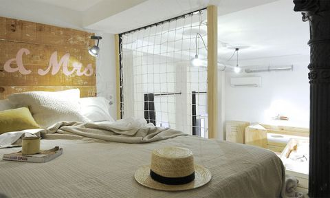 Hat, Room, Interior design, Lighting, Bed, Property, Wall, Floor, Textile, Bedding,