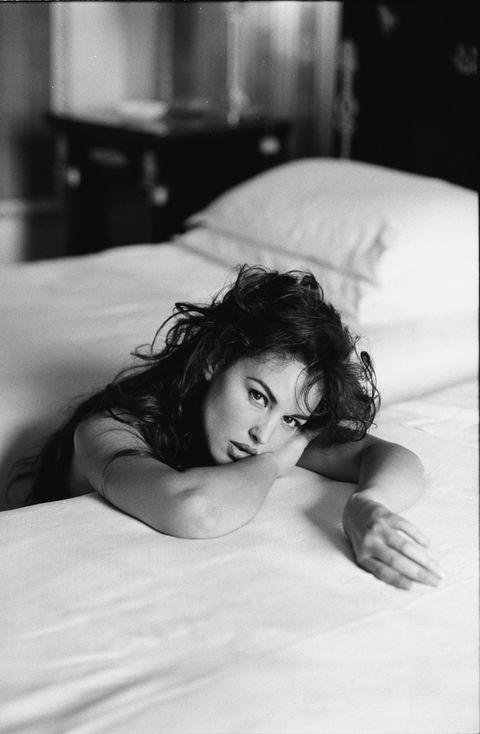 White, Black, Photograph, Black-and-white, Monochrome photography, Beauty, Monochrome, Bed, Photography, Eye,