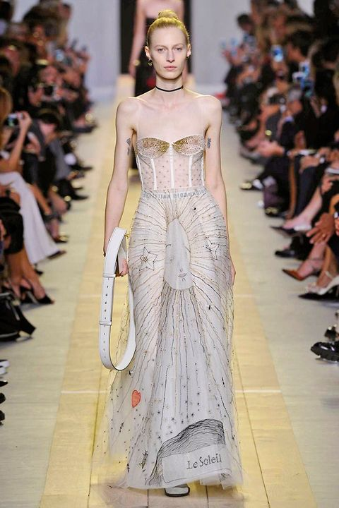 Fashion show, Hairstyle, Event, Shoulder, Runway, Dress, Fashion model, Style, Gown, Waist,