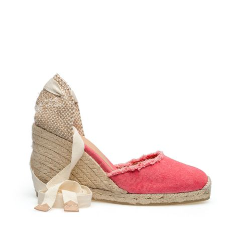 Shoe, Tan, Wedge, Beige, Maroon, Sandal, Fawn, Costume accessory, Natural material,