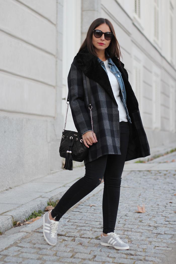 looks con chaqueta adidas burdeos mujer