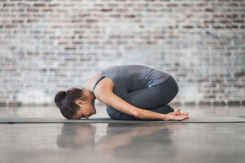 Descubre la biomecánica en el yoga terapéutico