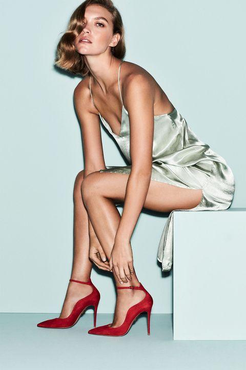 Footwear, High heels, Human leg, Shoulder, Joint, Elbow, Style, Knee, Sitting, Basic pump,