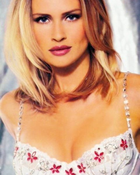 Hair, Blond, Face, Lip, Hairstyle, Eyebrow, Beauty, Brassiere, Skin, Chin,