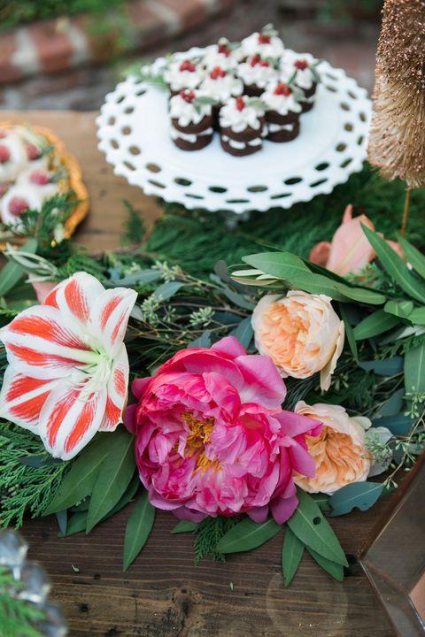 Petal, Flower, Dessert, Flowering plant, Floristry, Bouquet, Cake, Flower Arranging, Sweetness, Rose family,
