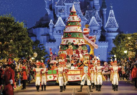 Event, Entertainment, Performing arts, Tradition, Holiday, Performance, World, Public event, Christmas eve, Christmas decoration,