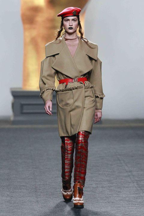 Joint, Soldier, Uniform, Style, Fashion, Khaki, Knee, Camouflage, Street fashion, Lipstick,