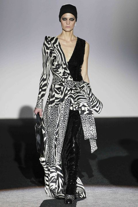 Fashion show, Shoulder, Runway, Style, Fashion model, Fashion, Model, Street fashion, Costume design, Fashion design,