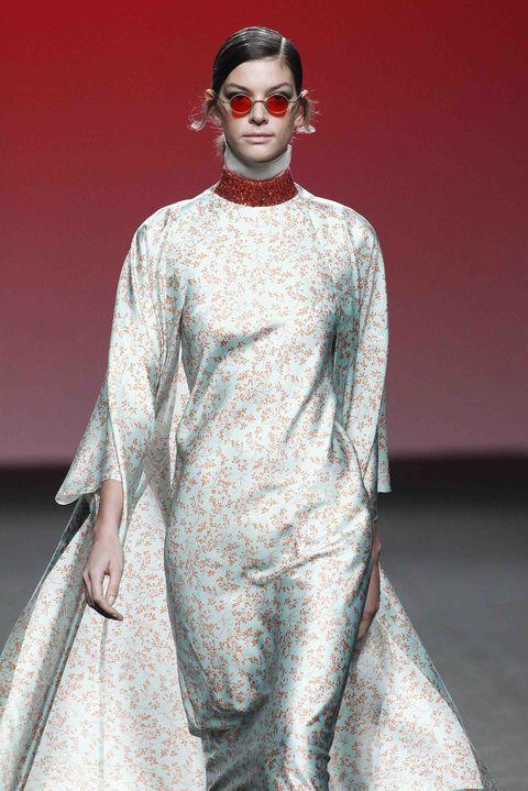 Human body, Lipstick, Style, Fashion show, Fashion, Fashion model, Earrings, Model, Sunglasses, Fashion design,