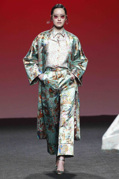 Jewellery, Fashion, Costume design, Stage, Fashion design, Costume, Fashion model, Vintage clothing, Kimono, Lipstick,