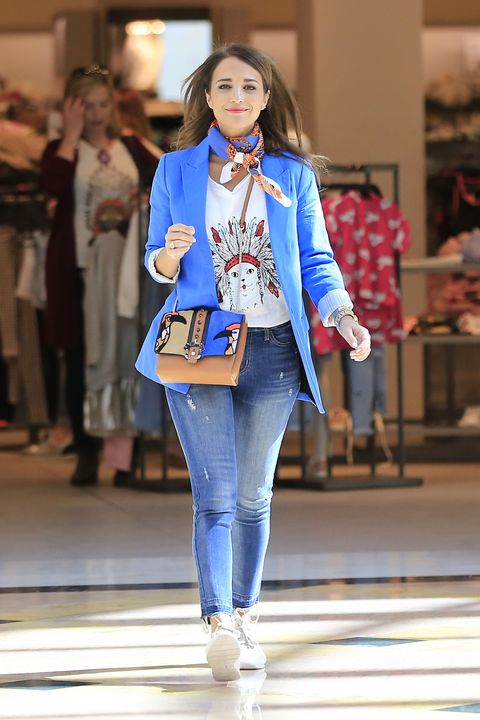 Fashion show, Fashion, Clothing, Fashion model, Runway, Street fashion, Jeans, Denim, Fashion design, Outerwear,