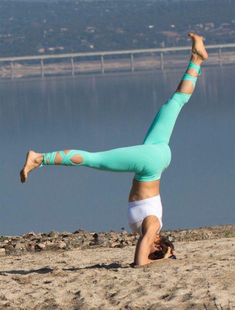 Physical fitness, Acrobatics, Leg, Sportswear, Arm, Beauty, Human leg, Joint, Balance, Stretching,