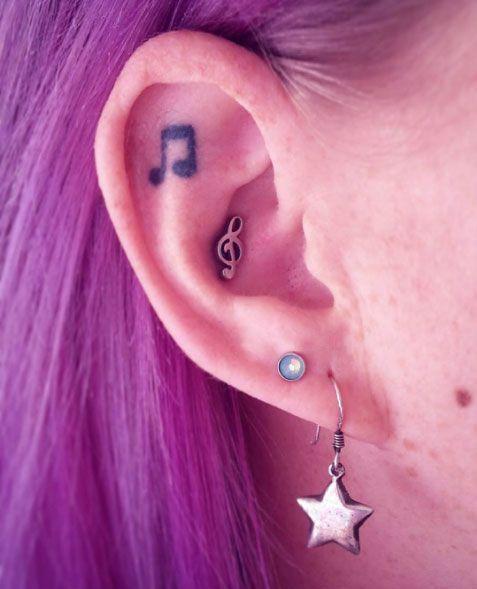67831ad1aaad Alerta tendencia  mini tatuajes en la oreja
